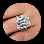 キム・カーダシアンが強盗にパクられたインスタでも投稿した指輪(リング)が凄すぎる!